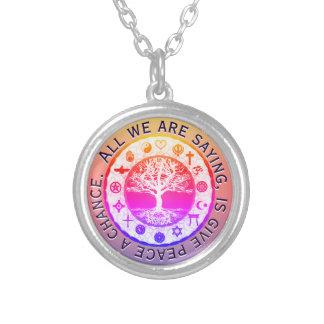Paz religiosa de los símbolos del arco iris collar plateado
