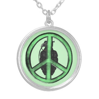 Paz y guerra (verde/gris del metal de arma) colgante redondo