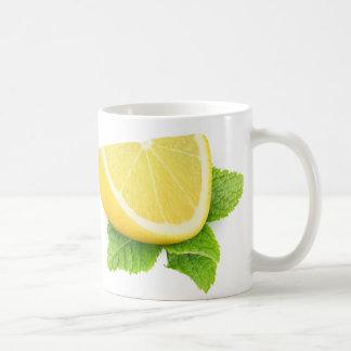 Pedazo de limón taza