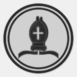 Pedazo negro del obispo ajedrez etiquetas redondas