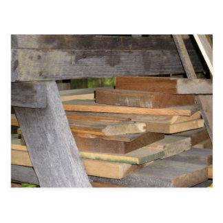 Pedazos de madera postal