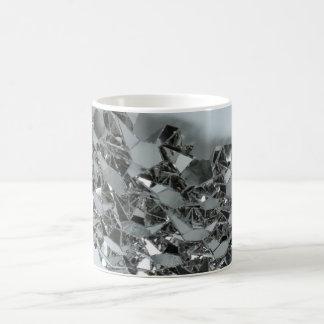 Pedazos rotos de cristal taza clásica