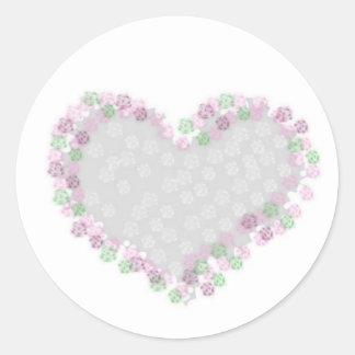 Pegatina con corazón de flores grises