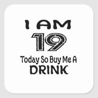 Pegatina Cuadrada 19 hoy tan cómpreme una bebida
