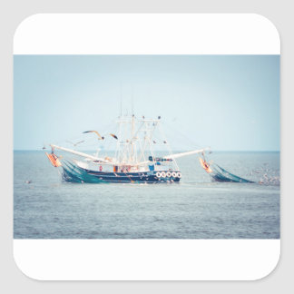 Pegatina Cuadrada Barco azul del camarón en el océano