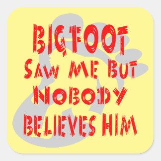 Pegatina Cuadrada Bigfoot no vio me pero a nadie lo cree