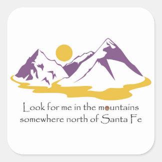 Pegatina Cuadrada Busqúeme en las montañas