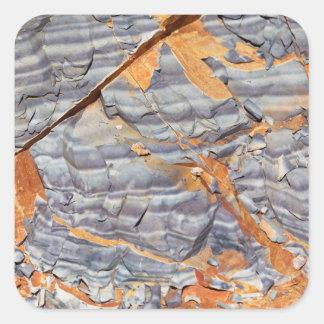 Pegatina Cuadrada Capas naturales de ágata en una piedra arenisca