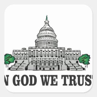 Pegatina Cuadrada capital en dios que confiamos en