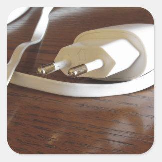 Pegatina Cuadrada Cargador blanco del smartphone en la tabla de