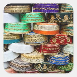 Pegatina Cuadrada Casquillos árabes en el mercado