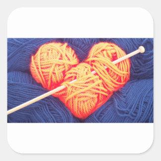 Pegatina Cuadrada Corazón lindo de las lanas con la fotografía de la