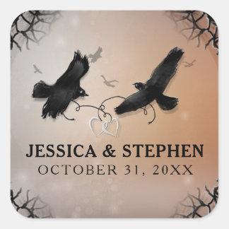 Pegatina Cuadrada Cuervos de Halloween con los corazones que casan