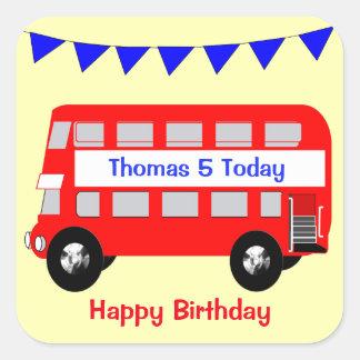 Pegatina Cuadrada Cumpleaños del autobús rojo grande de los niños