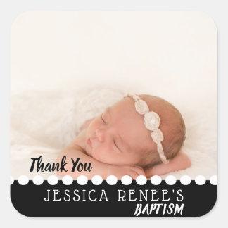 Pegatina Cuadrada El bautismo del bebé de la foto le agradece