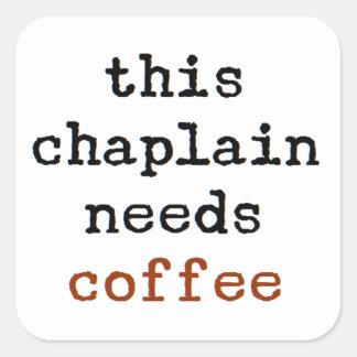 Pegatina Cuadrada el capellán necesita el café