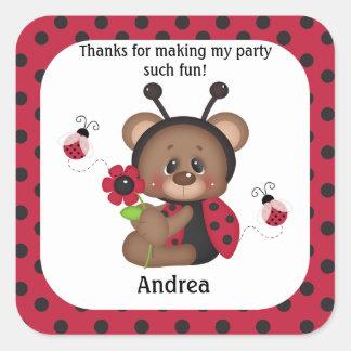 Pegatina Cuadrada El cumpleaños del oso de peluche de la mariquita