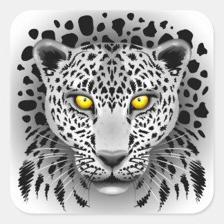 Pegatina Cuadrada El leopardo blanco con amarillo observa a los