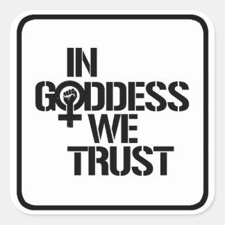Pegatina Cuadrada En diosa confiamos en --