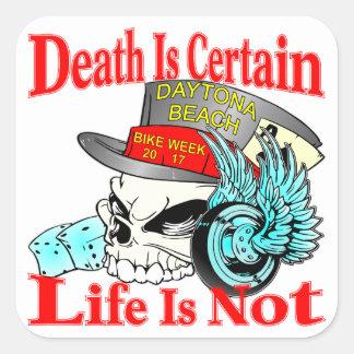 Pegatina Cuadrada La muerte está segura que la vida no es cráneo del