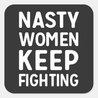 Pegatina Cuadrada Las mujeres desagradables guardan el luchar del