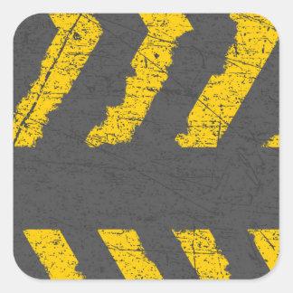 Pegatina Cuadrada Marca de camino amarilla apenada Grunge