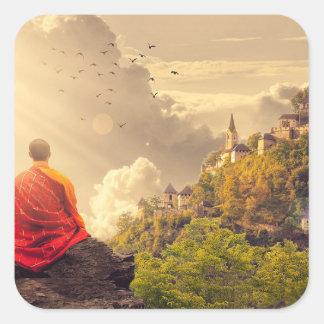 Pegatina Cuadrada Monje Meditating antes del templo grande