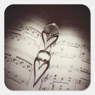 Pegatina Cuadrada Música de los corazones del anillo de bodas
