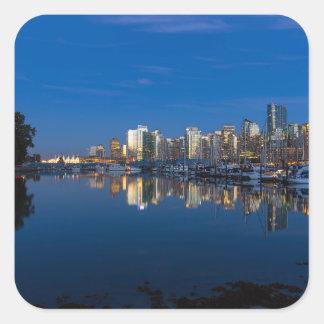 Pegatina Cuadrada Reflexión azul de la hora de Vancouver A.C.