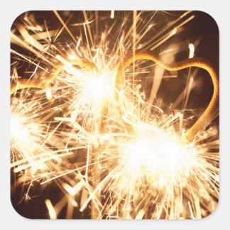 Pegatina Cuadrada Sparkler ardiente en forma de un corazón