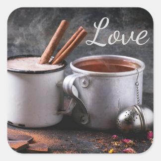 Pegatina Cuadrada Taza rústica de té y de chocolate caliente en amor