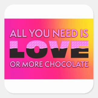 Pegatina Cuadrada Todo lo que usted necesita es amor o más chocolate