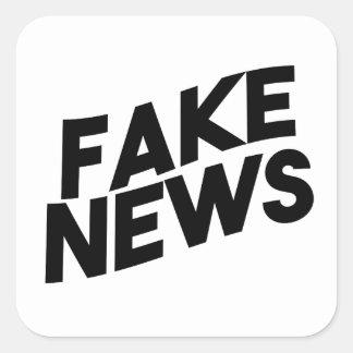 Pegatina Cuadrada Verdad de moda del poste de las noticias falsas