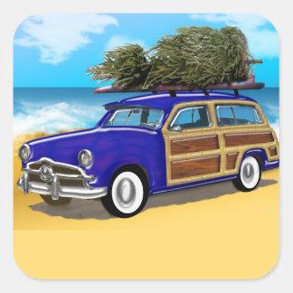Pegatina Cuadrada Woodie que practica surf con el árbol de navidad