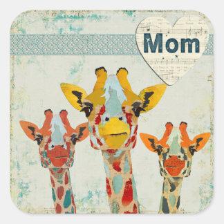 Pegatina de la mamá de tres jirafas que mira a