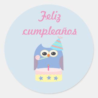 """Pegatina del búho del ""feliz cumpleaños"" de los Pegatina Redonda"