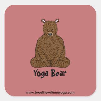 """""""Pegatina del cuadrado del oso de la yoga"""" Pegatina Cuadrada"""