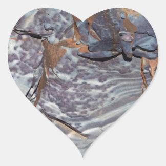 Pegatina En Forma De Corazón Capas naturales de ágata en una piedra arenisca
