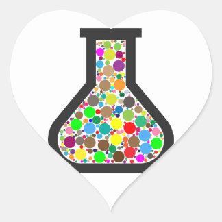 Pegatina En Forma De Corazón Cubilete con las sustancias químicas del arco iris