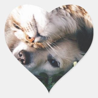 Pegatina En Forma De Corazón El perro ama el gatito
