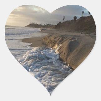 Pegatina En Forma De Corazón Fotografía de las ondas que golpean la arena
