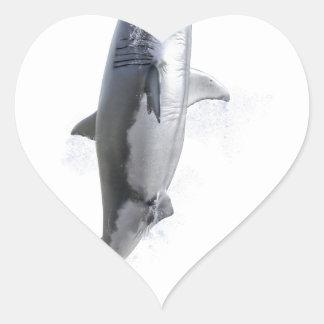 Pegatina En Forma De Corazón gran tiburón blanco que nada a la superficie