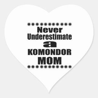 Pegatina En Forma De Corazón Nunca subestime a la mamá de KOMONDOR