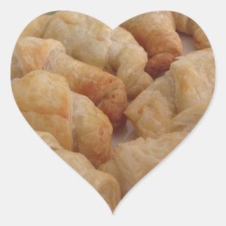 Pegatina En Forma De Corazón Pequeños croissants salados hechos en casa