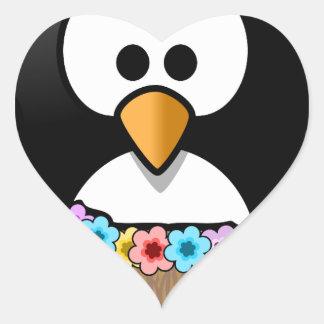 Pegatina En Forma De Corazón Pingüino hawaiano con las flores y la falda de