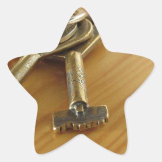 Pegatina En Forma De Estrella Manojo de llaves gastadas de la casa en la tabla