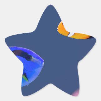 Pegatina En Forma De Estrella Natación de los pescados del surgeonfish y del