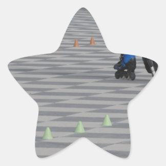 Pegatina En Forma De Estrella Piernas del individuo en patines en línea.
