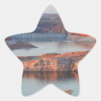 Pegatina En Forma De Estrella Presa y puente en la salida del sol