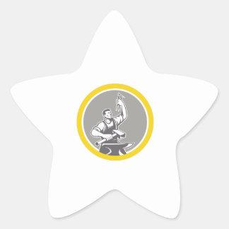 Pegatina En Forma De Estrella Trabajador del herrero que lleva a cabo el círculo